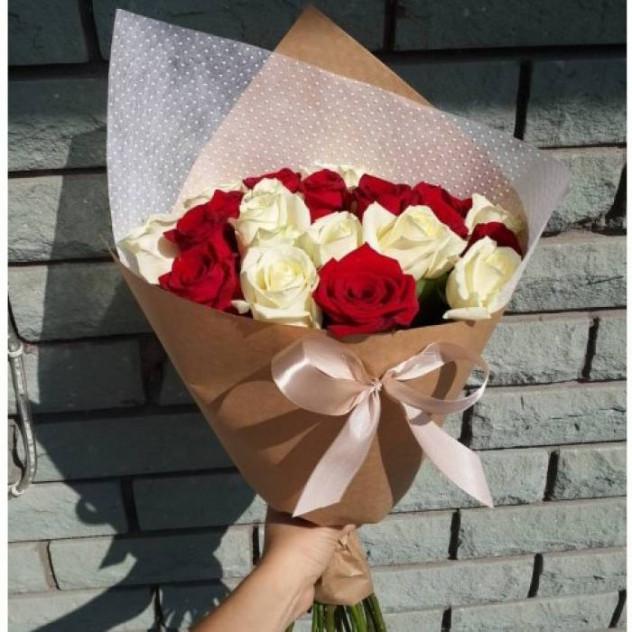 15 красно-белых роз Эквадор