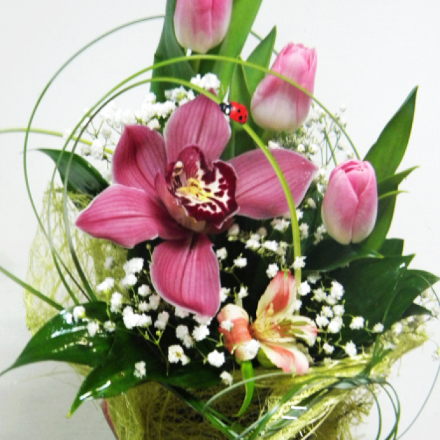 Композиция с тюльпанами и орхидеей